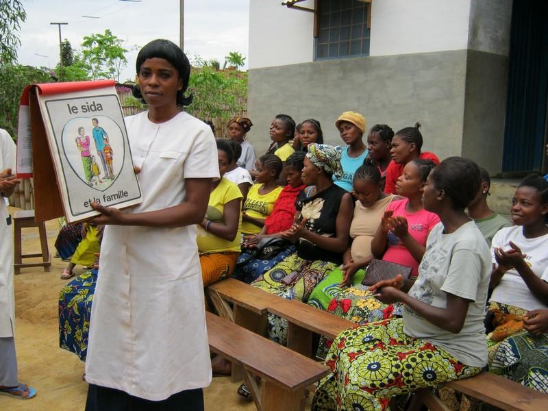Een educatieve posterbox wordt gebruikt tijdens prenatale consultaties